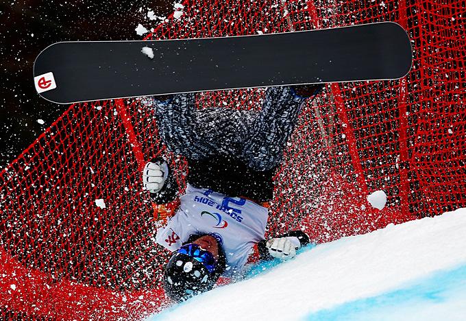 Падение финского сноубордиста Матти Суур-Хамари