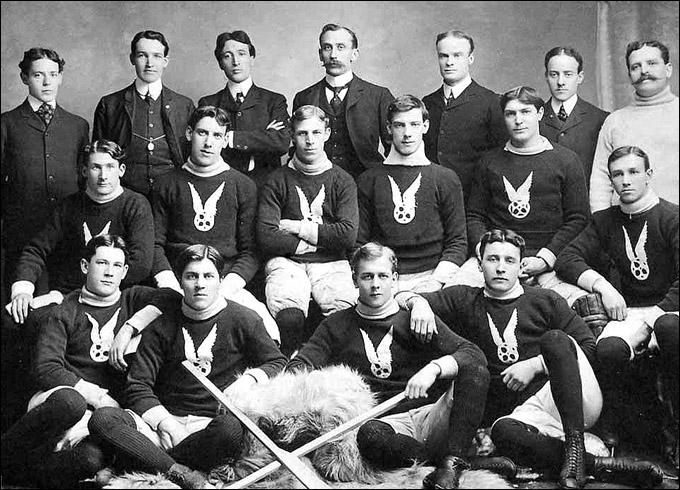 """Томми Филлипс (сидит крайний слева) в составе """"Монреаль-ААА"""""""