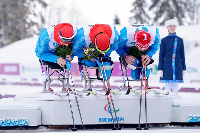 Григорий Мурыгин, Роман Петушков и Александр Давидович взошли на подиум по итогам мужской биатлонной гонки на 15 км