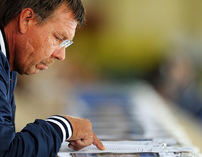 Главный тренер сборной России Олег Знарок решает глобальные задачи, готовит сборную к ЧМ и ОИ