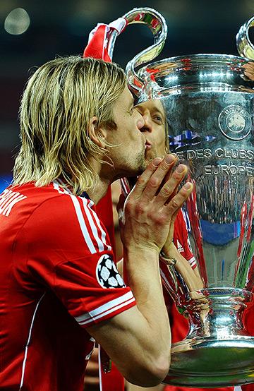 Тимощук с призом за победу в Лиге чемпионов