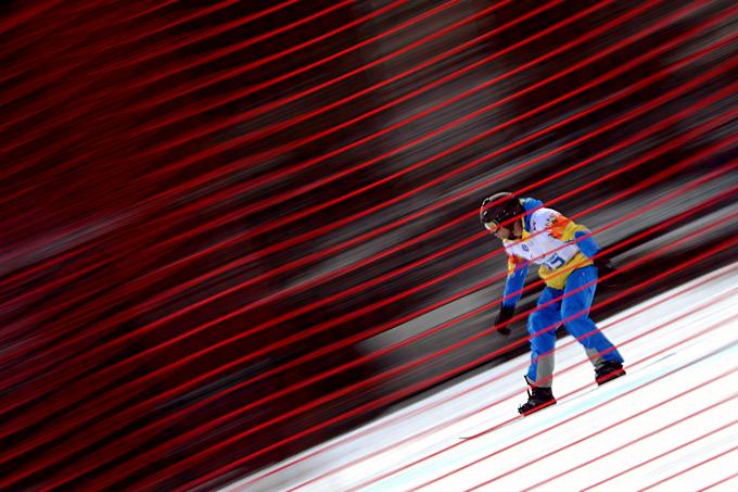 На дистанции украинский сноубордист Иван Ошаров