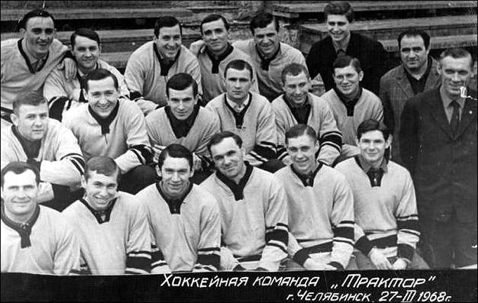 """""""Трактор"""" в 1968 году. Шестой справа в верхнем ряду — врач команды Лев Тарлов"""