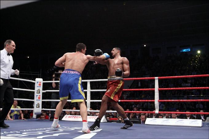 Ростислав Архипенко — Тони Йока – 3:0