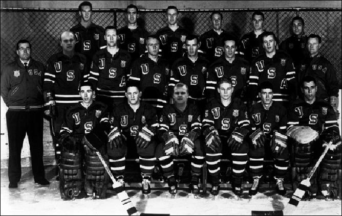 Джек Райли (крайний справа во втором ряду) – главный тренер сборной США на Олимпиаде-1960