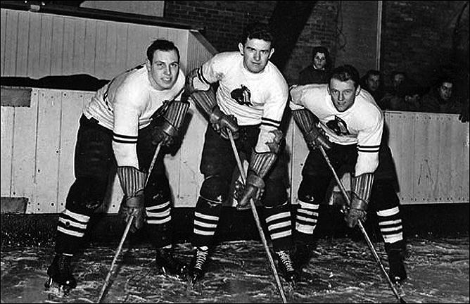 Джек Райли (крайний справа)