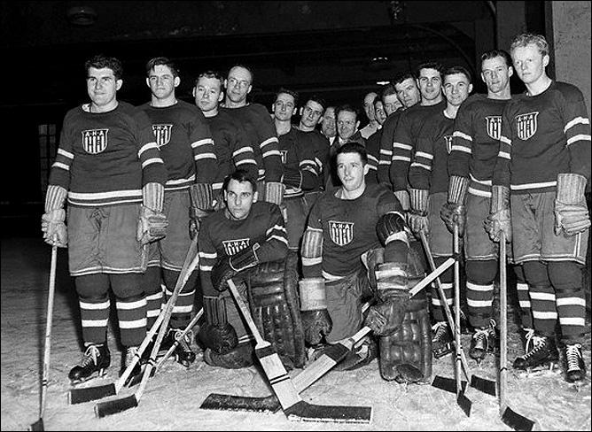 Джек Райли (второй справа) в составе сборной США на Олимпиаде-1948