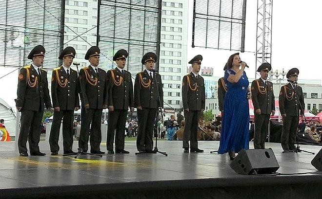 """Праздничный концерт перед """"Минск-Ареной"""""""