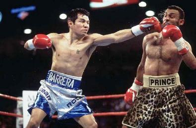 7 апреля 2001 года. Лас-Вегас (США). Бой за титул чемпиона мира по версии IBO в полулёгком весе. Соперник: Марко Антонио Баррера.