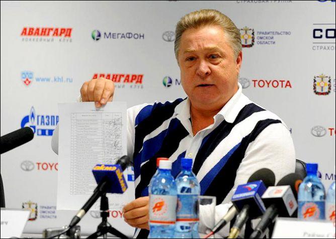 """Генеральный менеджер """"Авангарда"""" Анатолий Бардин привык хотя бы раз в год повергать всю хоккейную общественность в шок."""