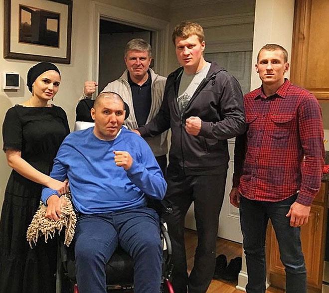 Магомед Абдусаламов вместе с супругой Баканай, Александром Поветкиным, Эдуардом Трояновским и Андреем Рябинским