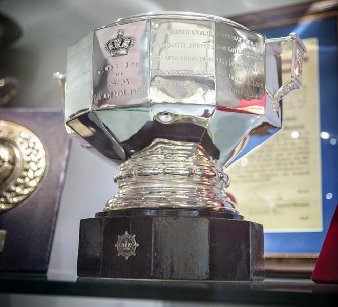 Кубок за первую победу «Макларена» в Формуле-1