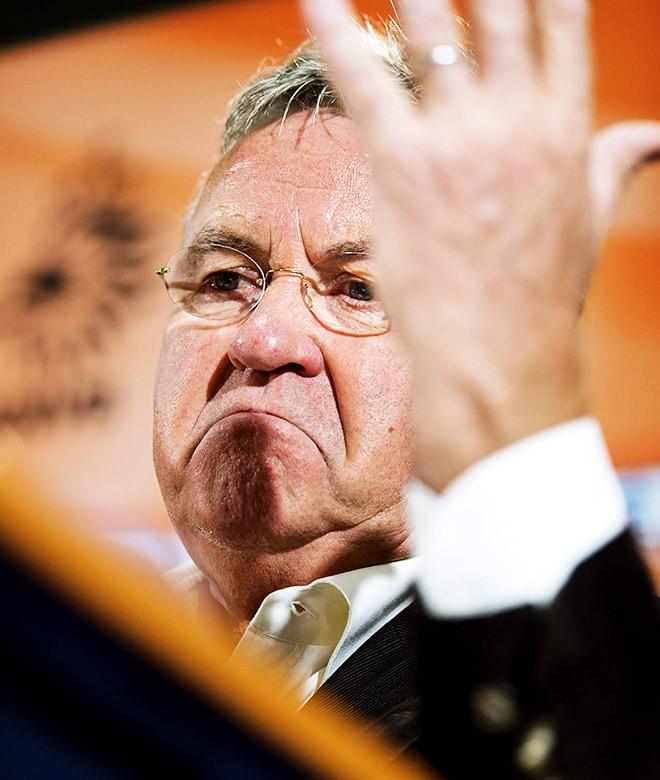 Гус Хиддинк находится на грани увольнения из сборной Нидерландов