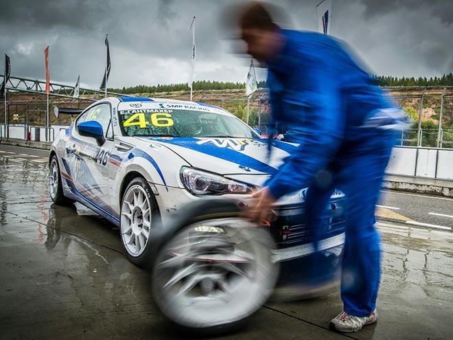 На мокрой трассе задний привод стал ахиллесовой пятой Subaru BRZ