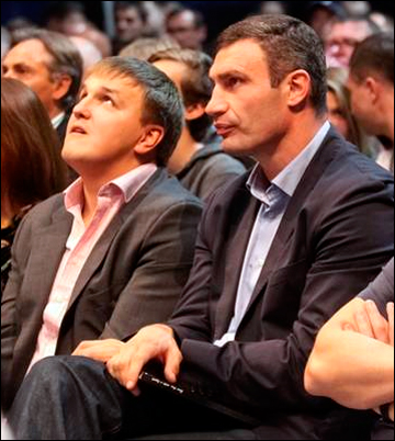 Зрители вечера бокса в Киеве Александр Красюк и Виталий Кличко
