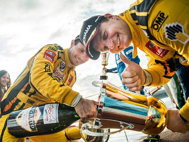Дмитрий Брагин (слева) и Михаил Митяев из команды Lada Sport Rosneft – чемпион и вице-чемпион России в классе «Туринг-лайт»