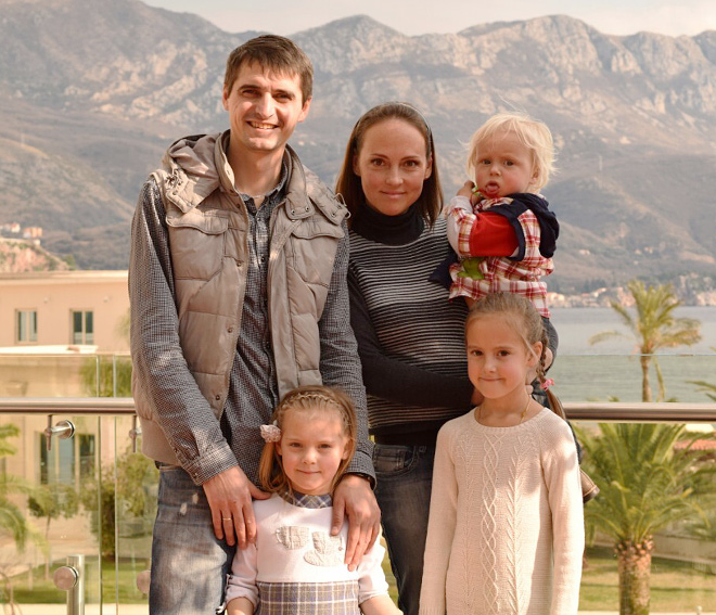 Алексей Трипутень с семьёй