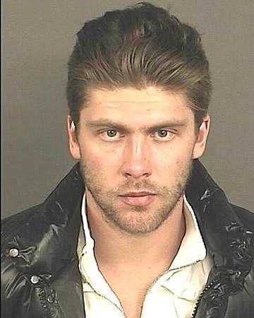 Это фото сделано Департаментом полиции Денвера при заключении Семёна Варламова под стражу