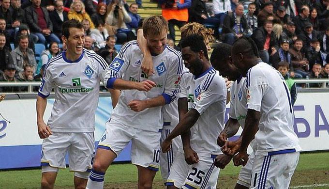 Динамовцы празднуют гол Ярмоленко