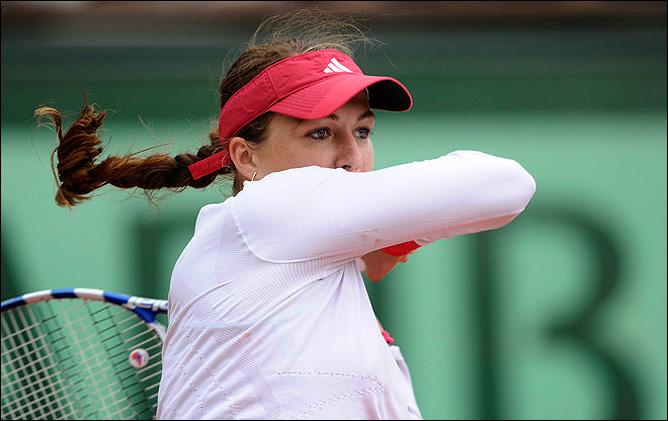 Приезд Анастасии Павлюченковой на новый турнир в Баку прежде всего был омрачён градом неточностей на подаче