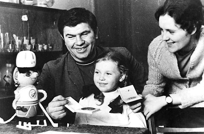 В кругу семьи Виктор Коноваленко с женой Валентиной и дочерью Ольгой.