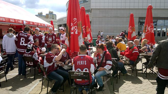 Латвийские болельщики в ожидании второго матча своей сборной