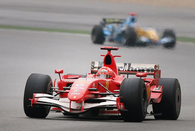 Шумахер впереди Алонсо в гонке в Шанхае