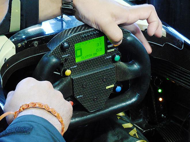 Руль попроще, чем у боевых гонщиков Формулы-1