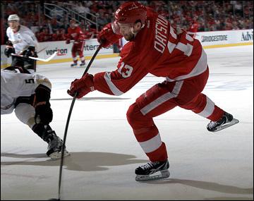 """6 мая 2013 года. Детройт. Плей-офф НХЛ. 1/8 финала. Матч № 4. """"Детройт"""" — """"Анахайм"""" — 3:2 (ОТ). В атаке Павел Дацюк"""