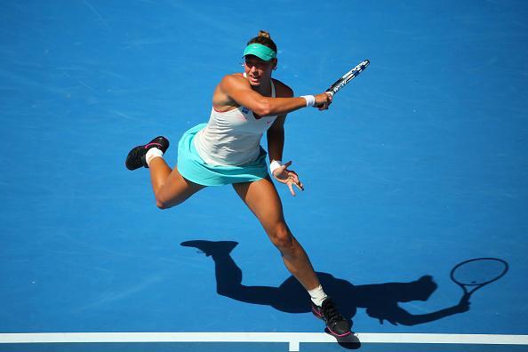 Янина Викмайер показала активный теннис в матче с Сарой Эррани — 54 удара навылет, но и 52 ошибки.