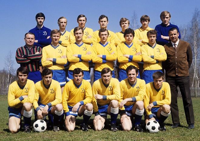 Олег Долматов в составе московского «Динамо» — во втором ряду, в центре