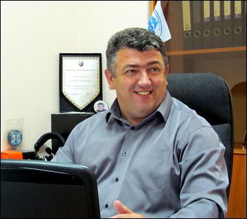 Анатолий Зизенко в рабочем кабинете
