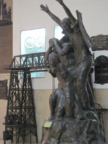 """Памятник болельщикам в музее """"Бока Хуниорс"""""""