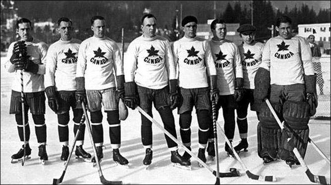 Гарри Уотсон (крайний слева) в составе сборной Канады – Олимпийских чемпионов 1924 года