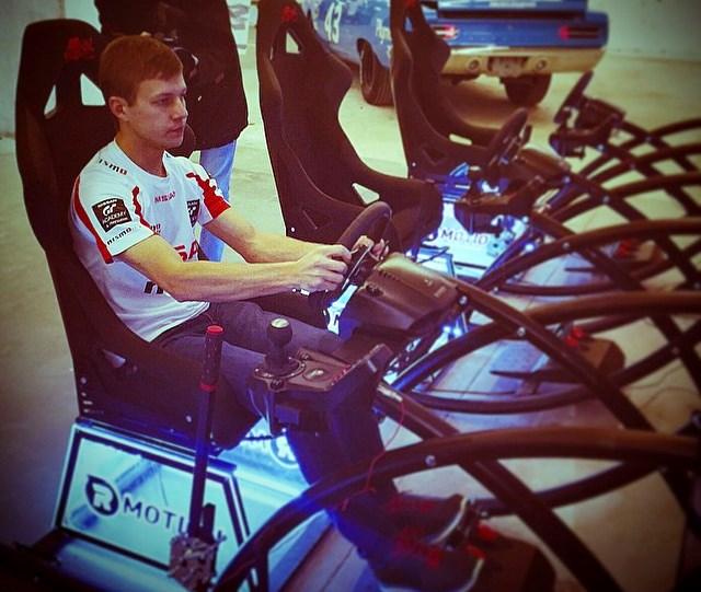 Победитель российского проекта GT Academy 2012, гонщик «Ниссана» Марк Шульжицкий