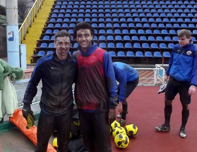 """Фото на память после игры с """"Ворсклой"""" в Ялте: Таргамадзе и Окриашвили"""