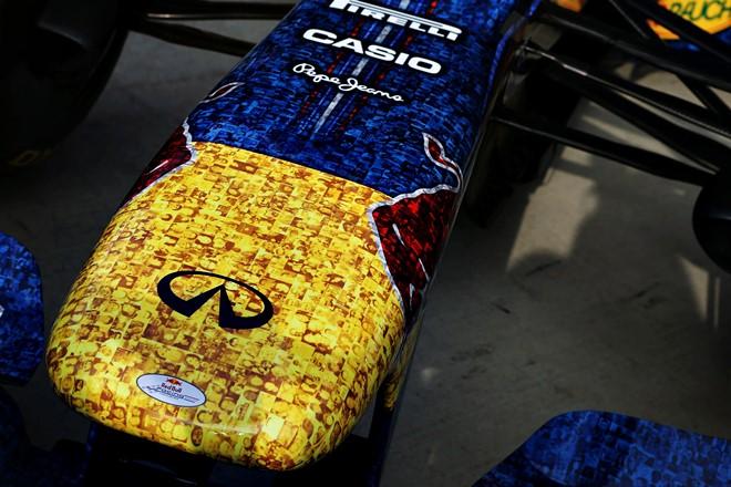 Необычный вид носа Red Bull RB8