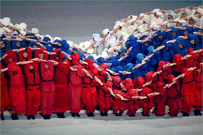 Живой российский триколор на церемонии открытия Паралимпийских игр в Сочи