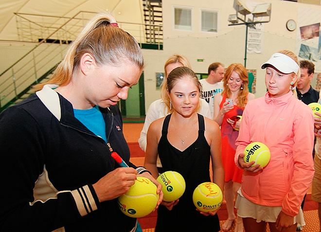 Вера Звонарёва и Анастасия Потапова (справа)