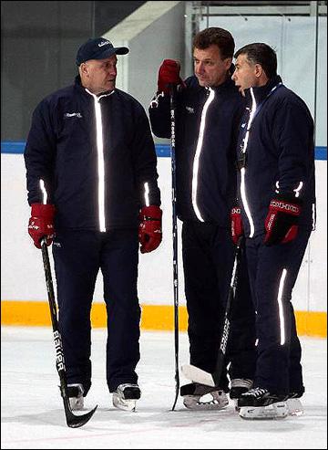 Игорь Жилинский (справа) с помощниками