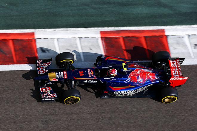 Даниил Квят не сумел завершить последнюю гонку сезона