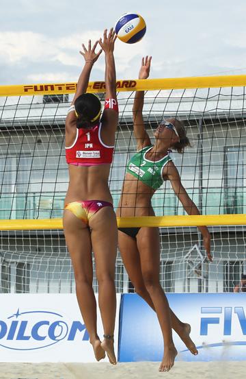 Пляжный волейбол. Anapa Open. На дальней половине площадки — россиянка Анастасия Стругова