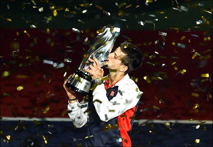 Новак Джокович впервые выиграл титул в Шанхае, попутно поквитавшись с Энди Марреем за поражение в финале US Open.