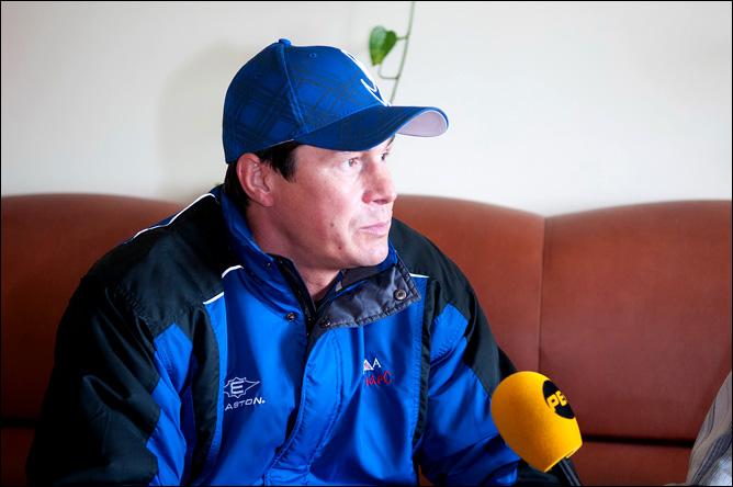 Главный тренер команды Ильнур Гизатуллин