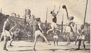 1932 год. Соревнования по волейболу юношей-гимназистов в Старо-Пазове