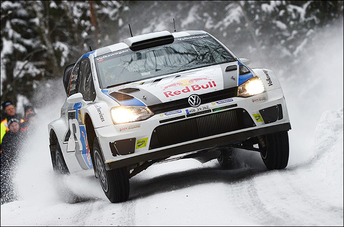 Для участия в чемпионате мира по ралли WRC был специально разработан автомобиль Polo R WRC с двигателем мощностью в 300 л.с.