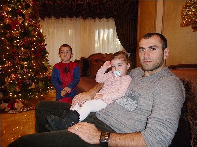 Юрая Мовсисян с детьми