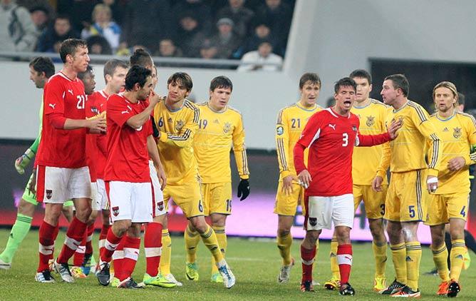 """В последнем матче с Австрией Кучер """"заработал"""" удаление, но Украина выиграла — 2:1"""