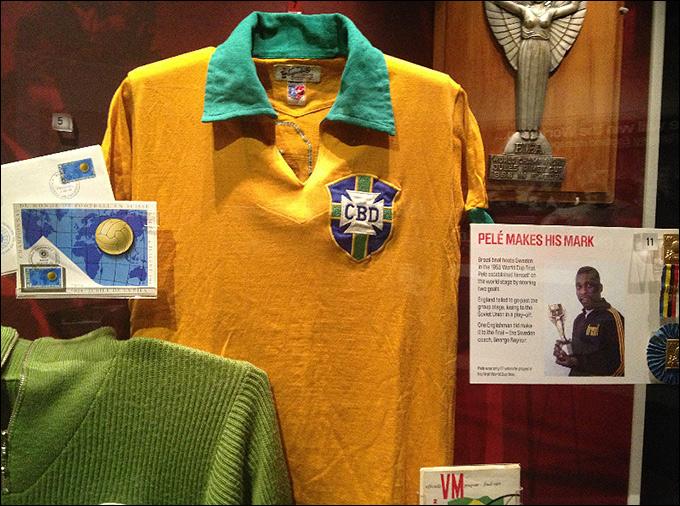 Футболка Короля футбола Пеле, в которой он провел свой первый матч на чемпионате мира 1958-го года. Кстати. против сборной СССР