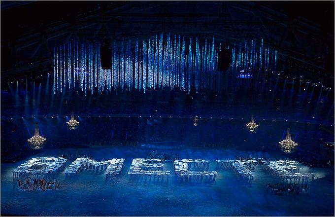 """Мы вместе – несколько сотен участников церемонии открытия Паралимпийских игр в Сочи выложили живое слово """"ВМЕСТЕ"""""""